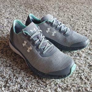 Sz 10 Under Armour athletic shoes